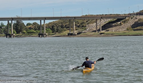 Uno de los motivos por los que nos quedamos en Viedma fue porque nos invitaron a realizar el bautismo de Kayak en el Rio Negro