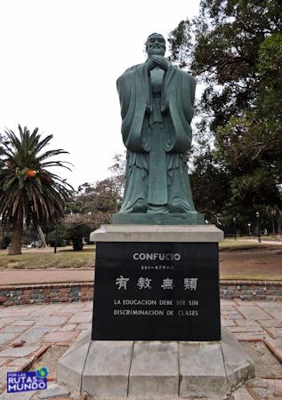 Confucio en Montevideo - Por las Rutas del Mundo