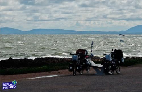 Por-las-Rutas-del-Mundo-en-Bici- hakuna matata en punta del este