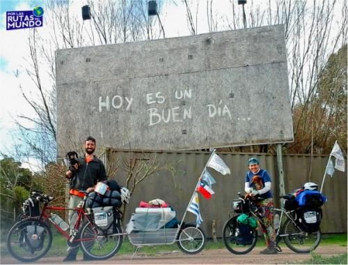 cartel a la salida de la pedrera - por las rutas del mundo en uruguay