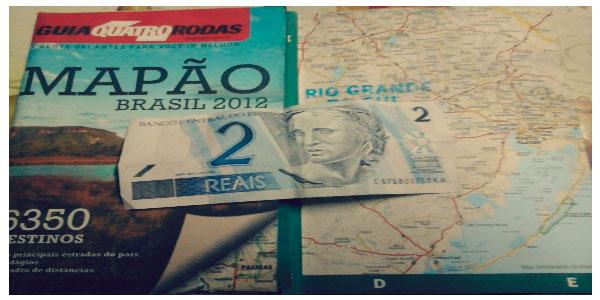 Un mapa de Brasil y dos reales