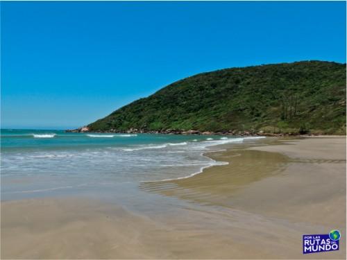 Praia-do-Rosa-un-paraiso-en-el-sur-de-Brasil-5