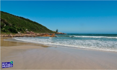 Praia-do-Rosa-un-paraiso-en-el-sur-de-Brasil