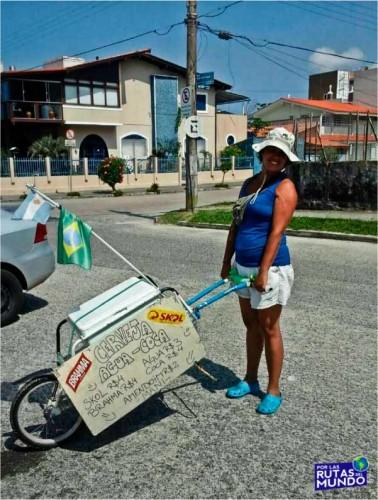 trabajar en temporada en brasil - Vir con el carrito de bebidas