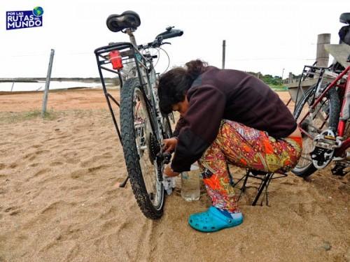 Viajar en bici me enseñó a reparar mi bicicleta