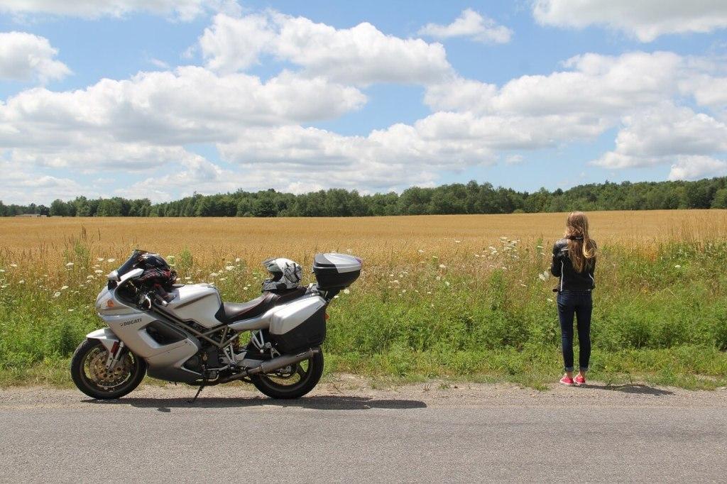 Viajar en moto: una opción para moverte sobre dos ruedas