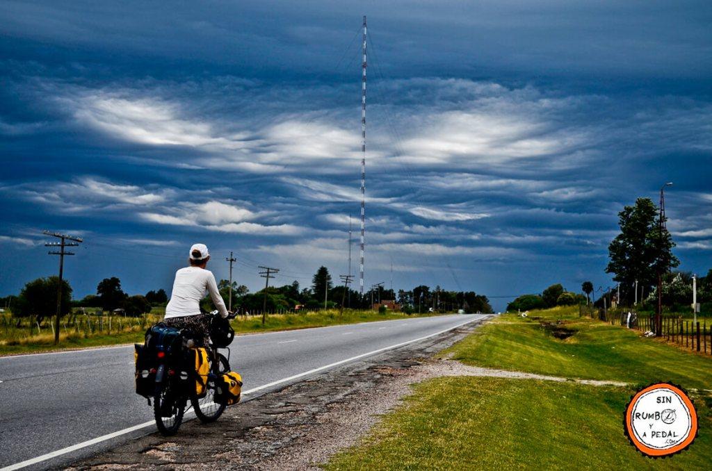 sin-rumbo-y-a-pedal-cicloturismo-desventajas