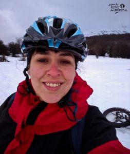 bicicleta sobre hielo y nieve ushuaia en invierno
