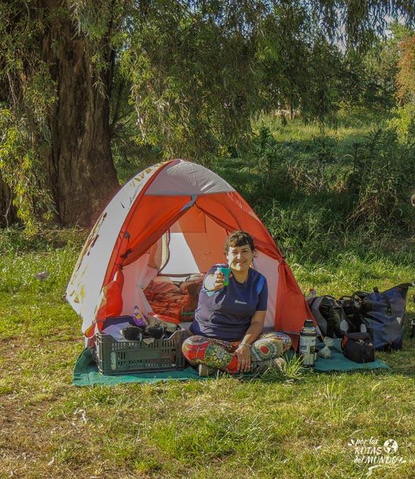 lista completa para no olvidarte nada cuando vas de camping - por las rutas del mundo